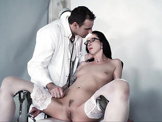 Extreme BDSM session with a exploitatory doctor