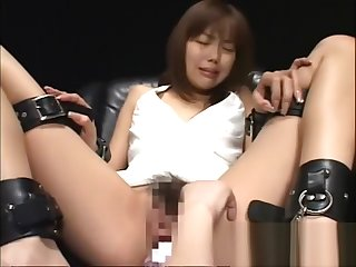 Japanese slave girl toyed by lesbian domina