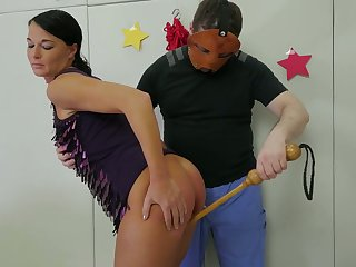 Kinky dude adjacent to mask fucks scrupulous chick adjacent to say no to throat plus stretched anal hole