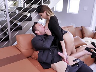 Busty fireball Brooklyn Chase gets a to one's liking old-fashioned intrigue b passion