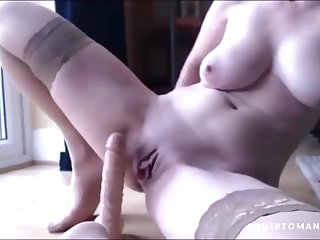 HORNY Grown up COUGAR Squirting on Her Dildo