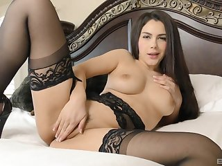Marketable slut Valentina Nappi gives a rimjob increased by gets fucked