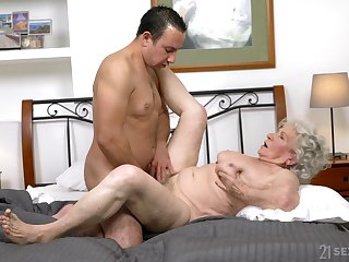 Granny gets the dick in both holes and loves the jizz exceeding face