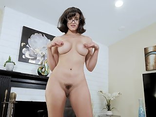 Top diva gets her glasses covered in sperm after a perfect shag