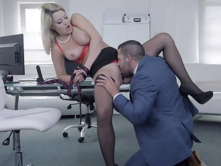 Chesty darling Sienna Steady old-fashioned gets her needs met in the office